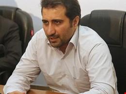 حضور عباس علی آبادی نمیتواند به صنعت خودروسازی کمک کند/ صنعت خودرو در ایران سیاست زده است و نمایندگان مجلس و گروههای سیاسی در آن اعمال نفوذ میکنند!